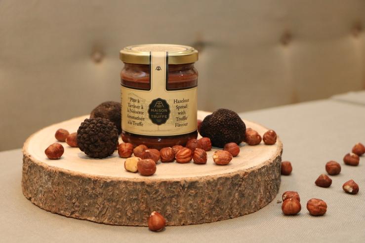 pâte à tartiner à la noisette aromatisée à la truffe 3 - maison de la truffe